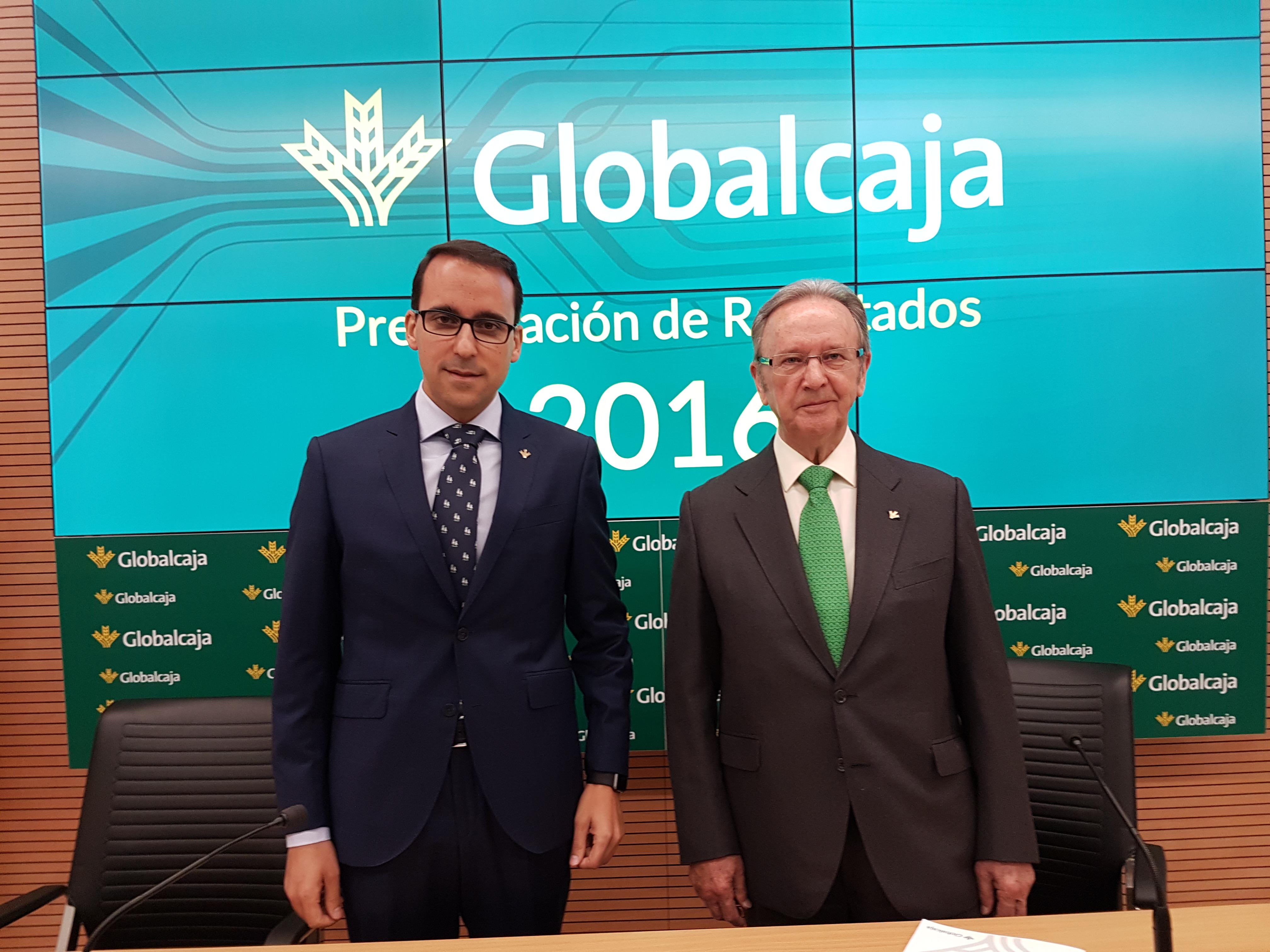A la izquierda, Pedro Palacios, director general de Globalcaja; a la derecha, Carlos de la Sierra, presidente de Globalcaja