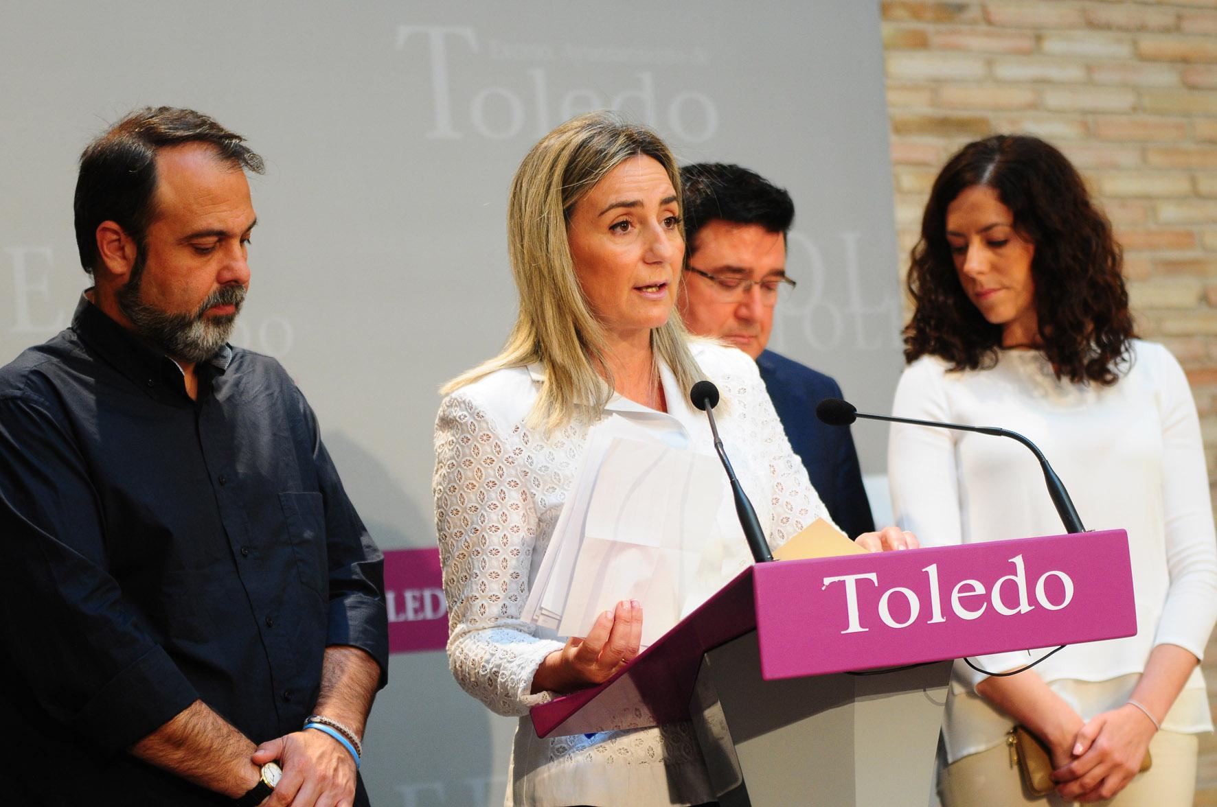 En primer plano, la alcaldesa de Toledo, Milagros Tolón.