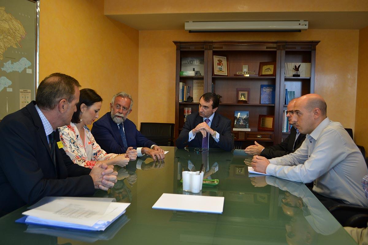 Foto de la reunión de Ramos con el presidente de la CHT