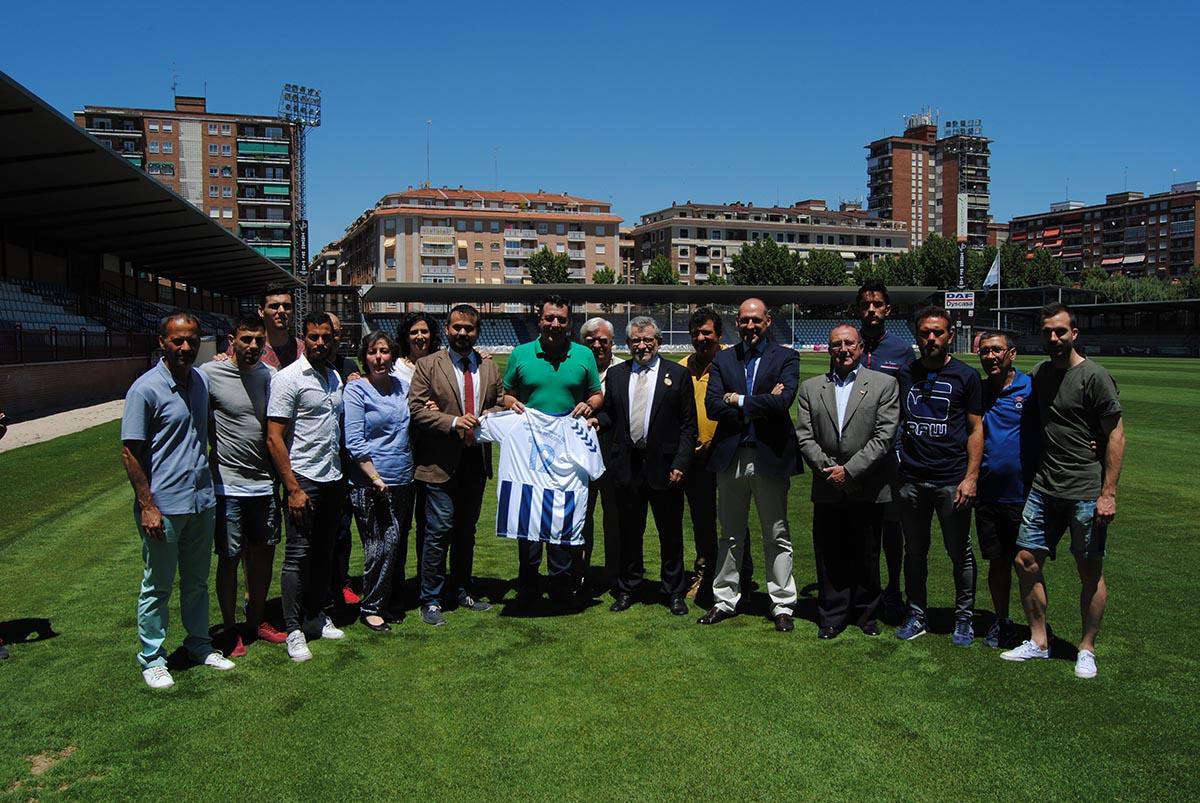 Ángel Felpeto, durante su visita al CF Talavera