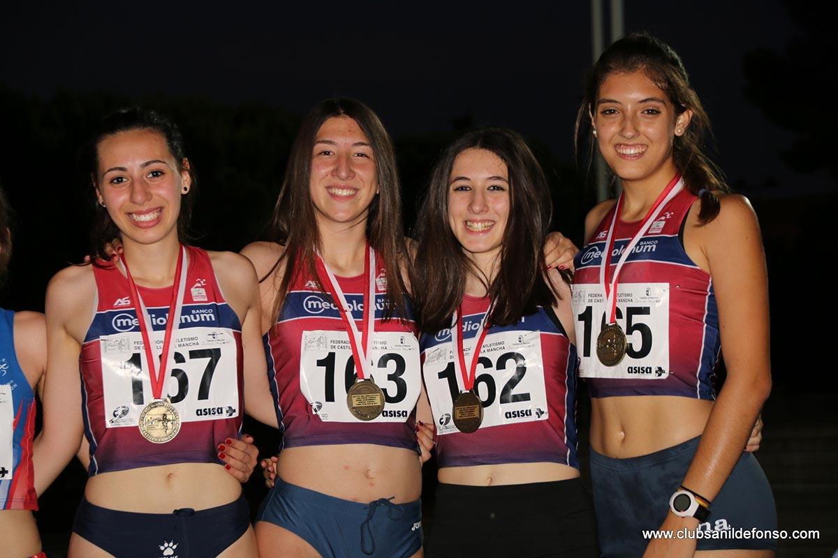 El equipo del San Ildefonso-Banco Mediolanum que ganaron en los 4x400 del Regional
