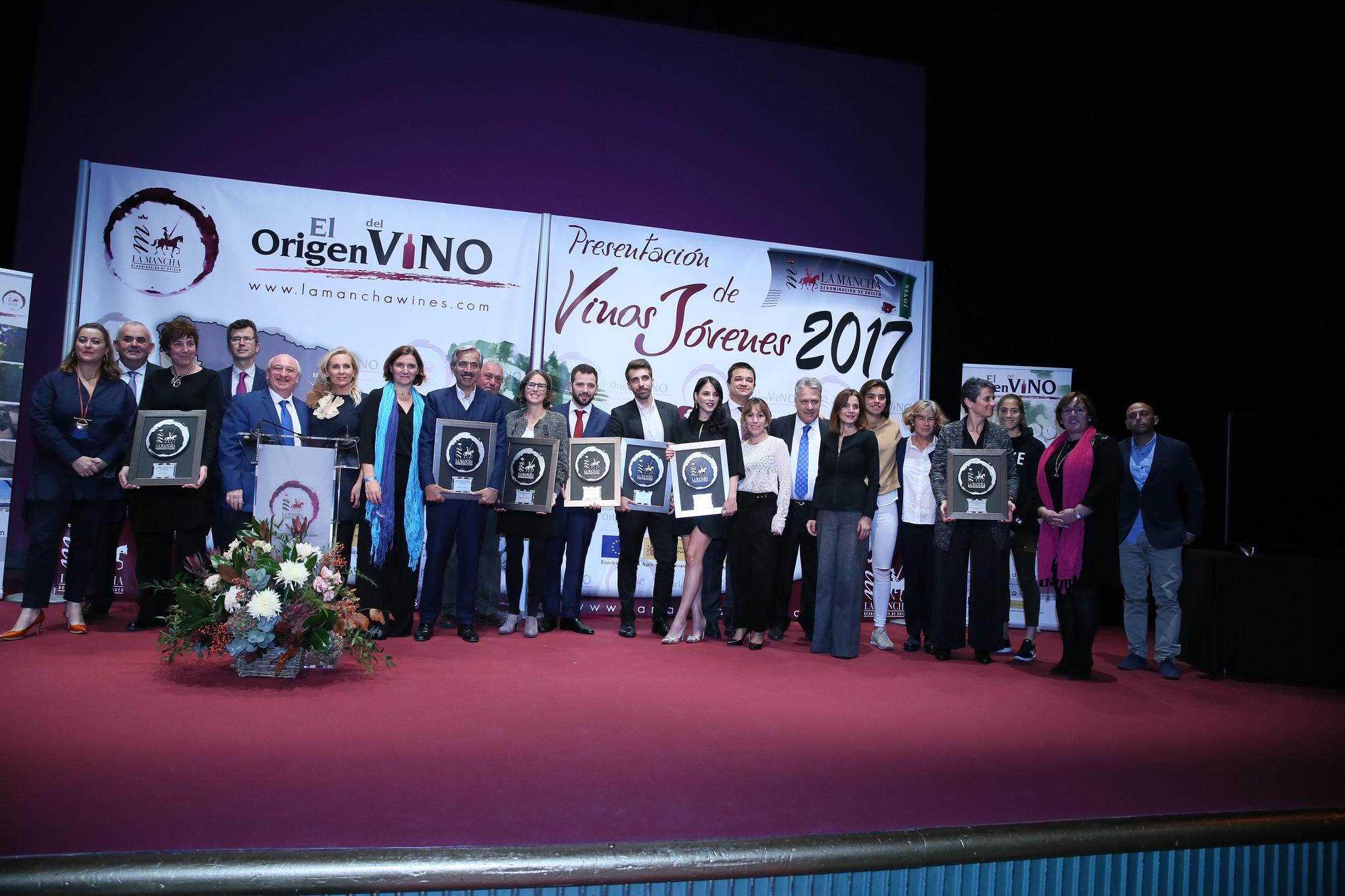 Los premiados por la DO La Mancha anoche en el Círculo de Arte de Madrid.