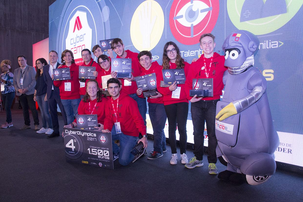 Equipo del IES Blas de Camarena (Toledo), ganador del 4º premio de CyberOlympics.