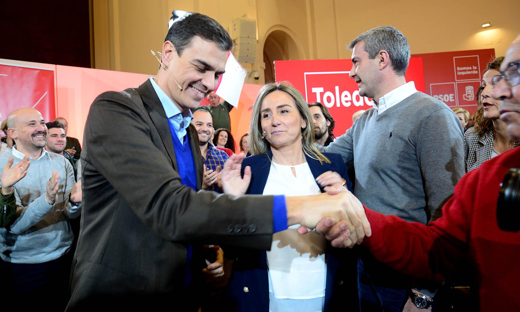 Pedro Sánchez junto con Milagros Tolón y Álvaro Gutiérrez.