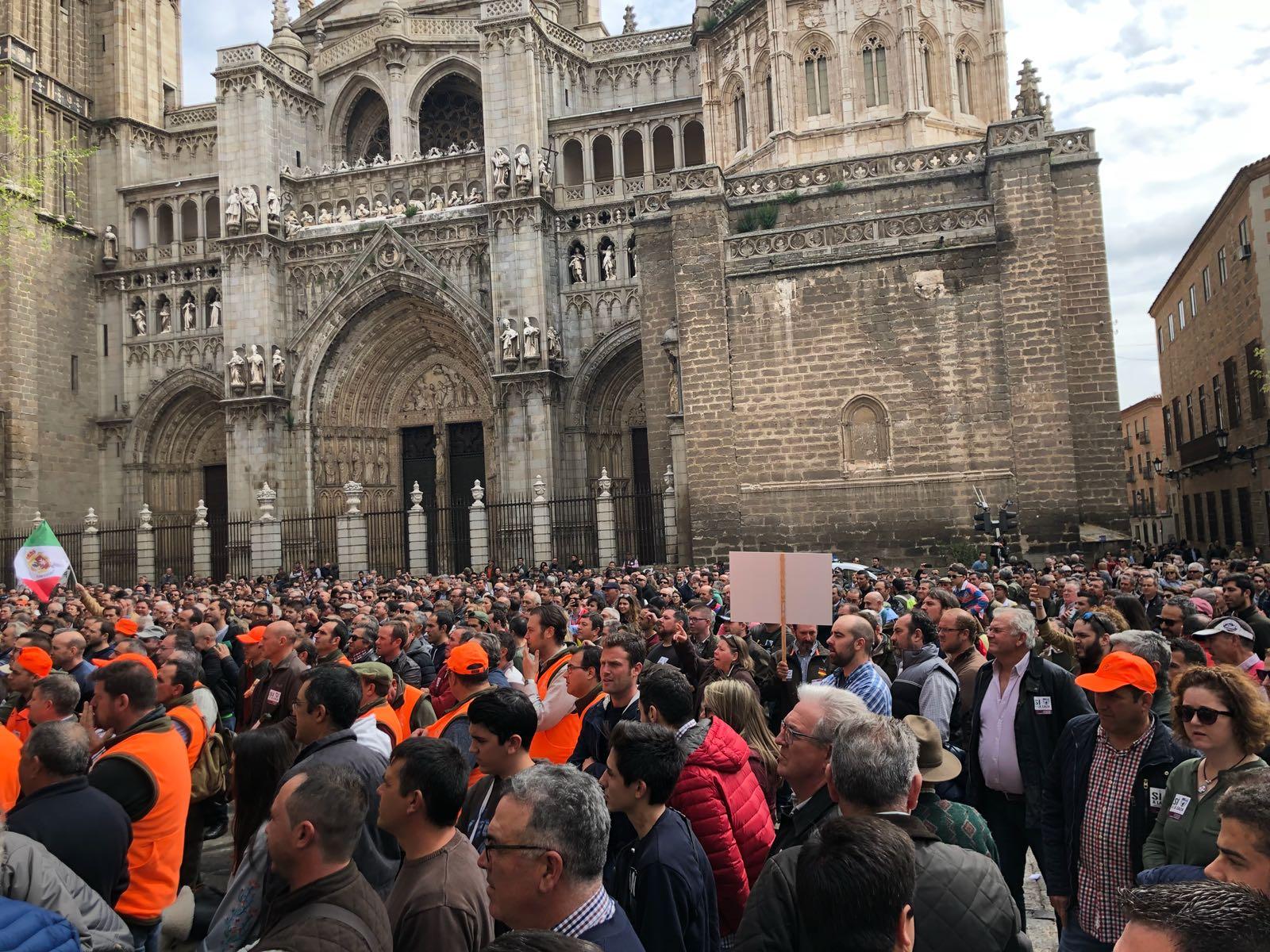 Protesta en Toledo de los cazadores, que critican la Ley de Caza