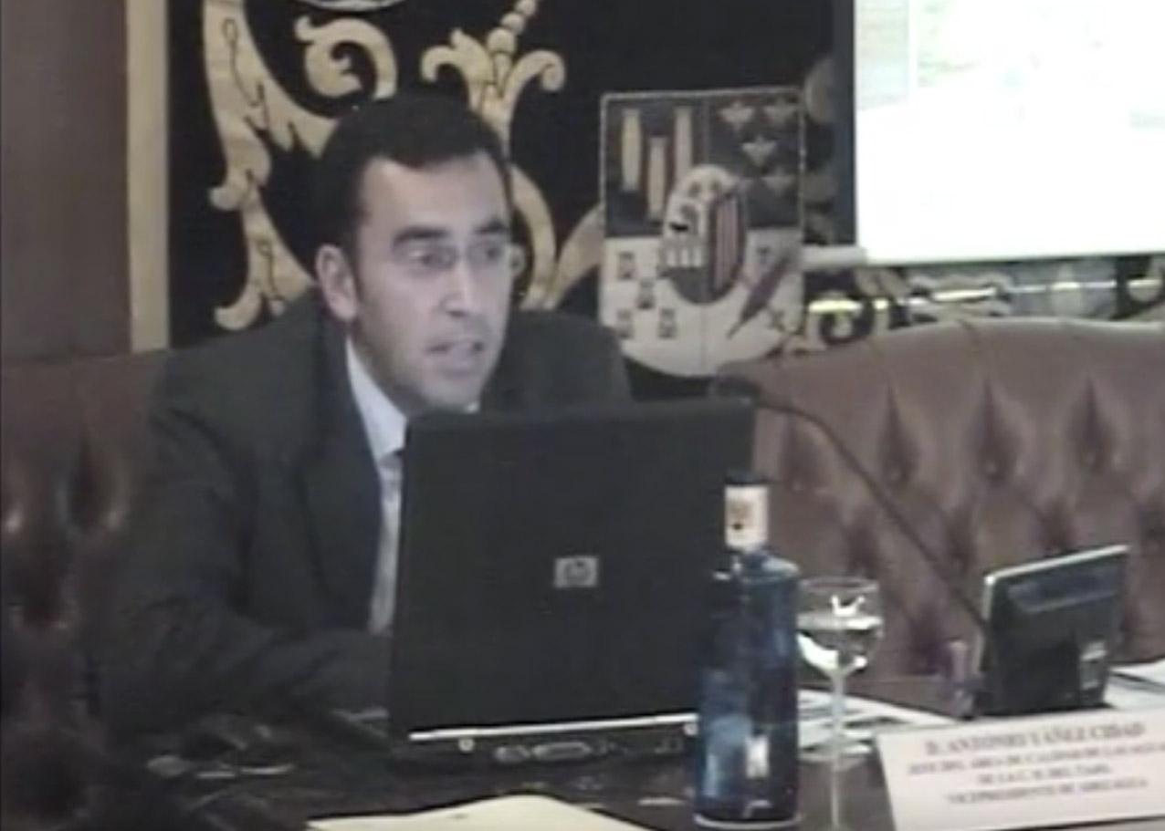 Antonio Yáñez impartiendo una charla. confederación hidrográfica del tajo