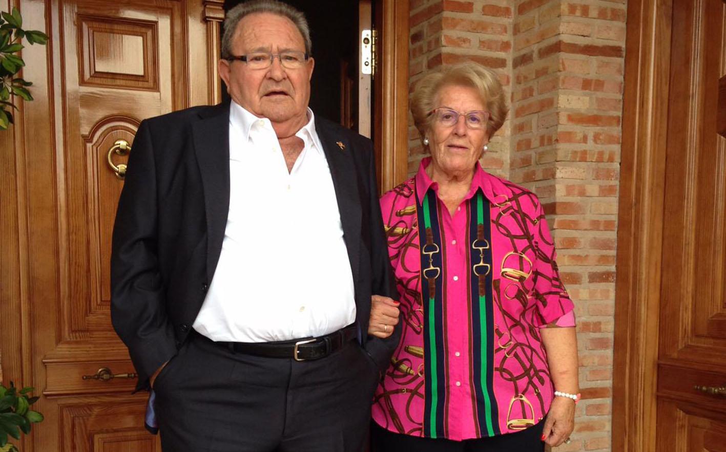 Luis Alonso, junto a su viuda, Ángela.