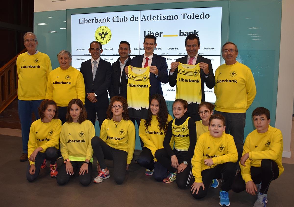 El Club de Atletismo Toledo y Liberbank renuevan su colaboración