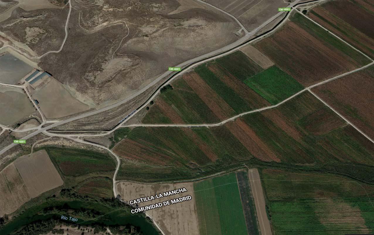 Imagen del canal del Jarama, junto al río Tajo y cruce de la carretera que conduce a Borox.