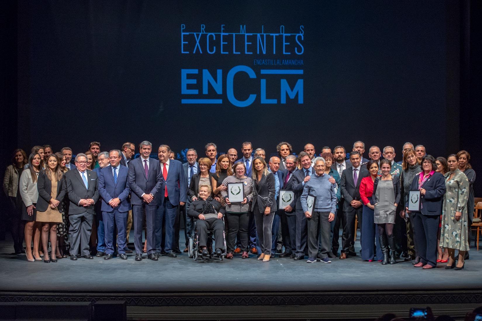 La primera edición de los Premios Excelentes de Encastillalamancha.es reconoció el esfuerzo, la capacidad de superación y el talento de personas e instituciones de CLM en un acto lleno de emoción.