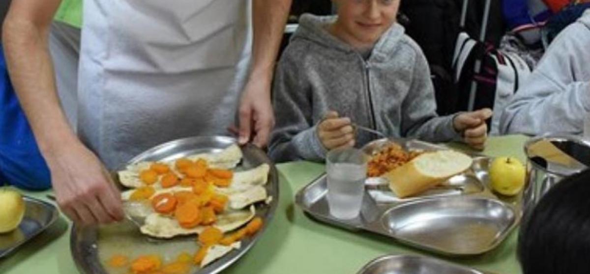 Empieza el reparto de comida de los alumnos con ayuda comedor