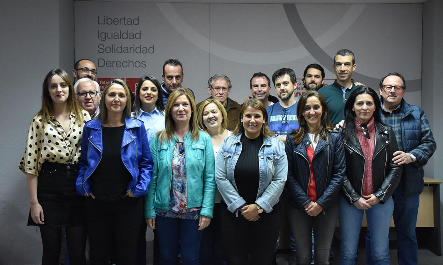 Tita García Élez, junto a casi todos los componentes de su candidatura para las elecciones municipales de mayo.