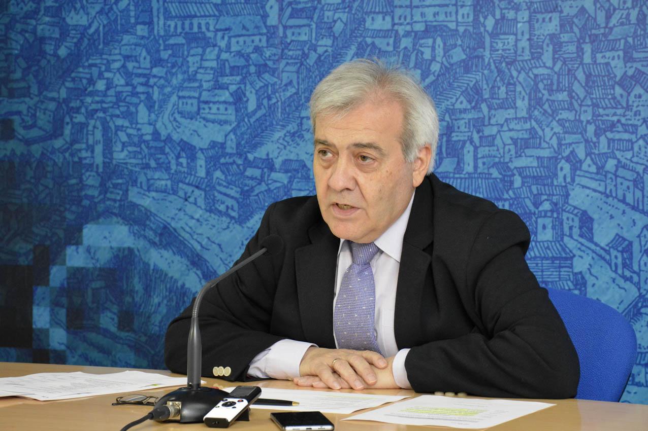 El concejal Juan José Pérez del Pino informó que, de nuevo, no se pagará por aparcar en las zonas azul y naranja (ORA) en las tardes de agosto