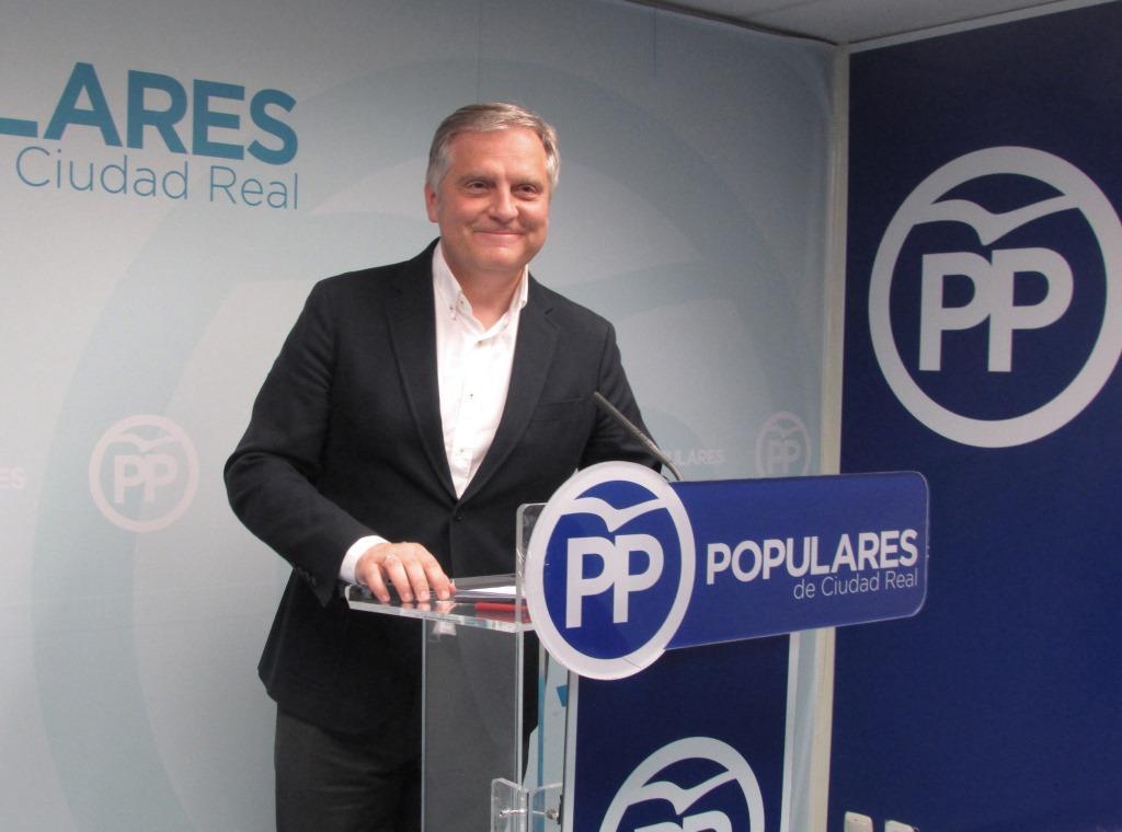 El candidato del PP, Paco Cañizares, valorando los resultados electorales.