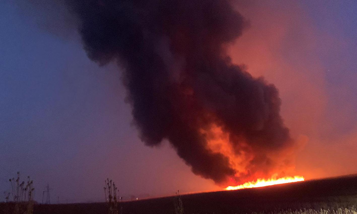 Las llamas continuaban activas a las 23 horas del viernes 28 de junio.