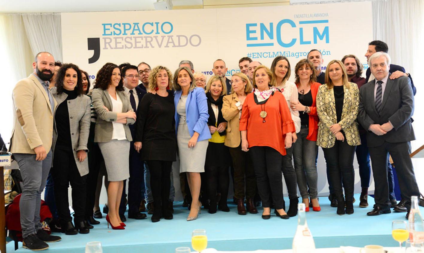 Rubén Rufo, primero por la izquierda, junto a Milagros Tolón y el resto de su candidatura en un Espacio Reservado de encastillalamancha.es.