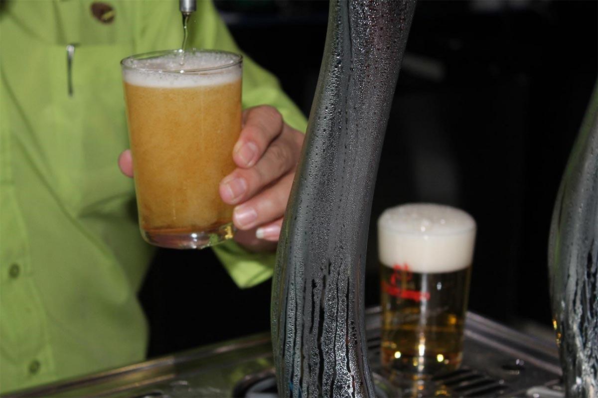 Salir de bares, una costumbre semanal para los castellano-manchegos