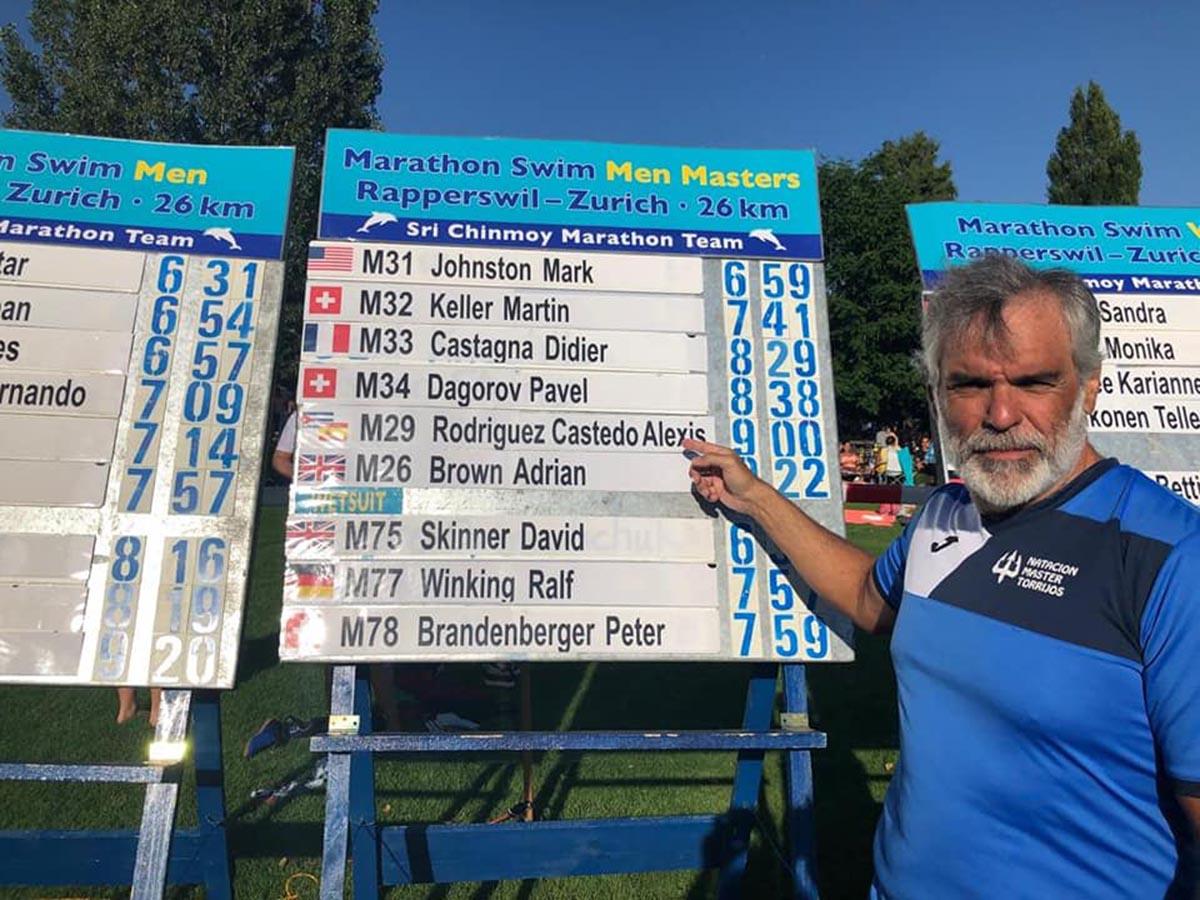 Alexis Rodríguez (CN Máster Torrijos) completó un maratón acuático