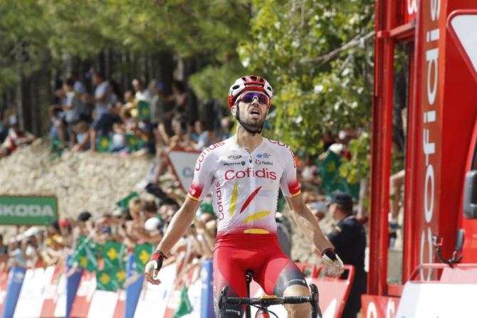 El conquense Jesús Herrada cruzando victorioso la meta de la sexta etapa de La Vuelta 2019.