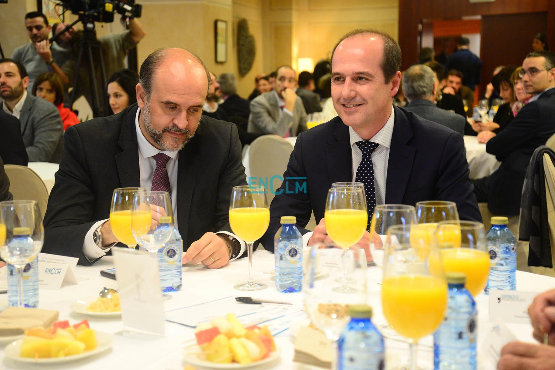 Alberto Rojo, alcalde de Guadalajara, en Espacio Reservado, junto con el vicepresidente de Castilla-La Mancha, José Luis Martínez Guijarro.