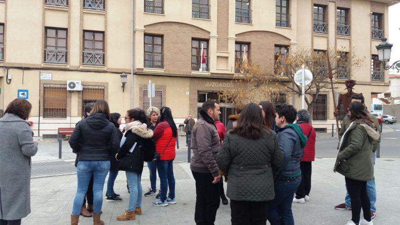 Concentración en Quintanar para pedir que los menores se queden en La Puebla de Almoradiel.