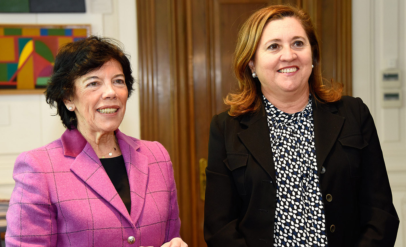 La ministra Isabel Celaá y la consejera Rosana Rodríguez.