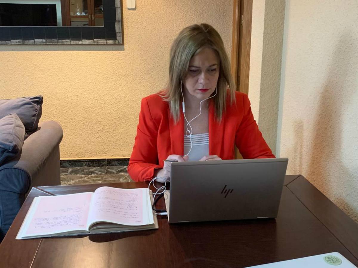 Carmen Picazo durante una videoconferencia con el Gobierno de CLM.