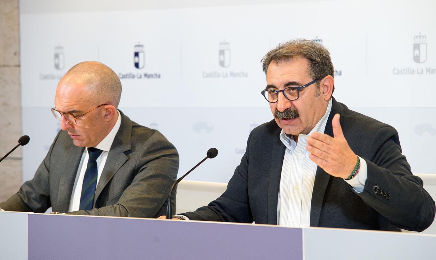 Juan José Camacho, director general de Salud Pública; y Jesús Fernández Sanz, consejero de Sanidad.
