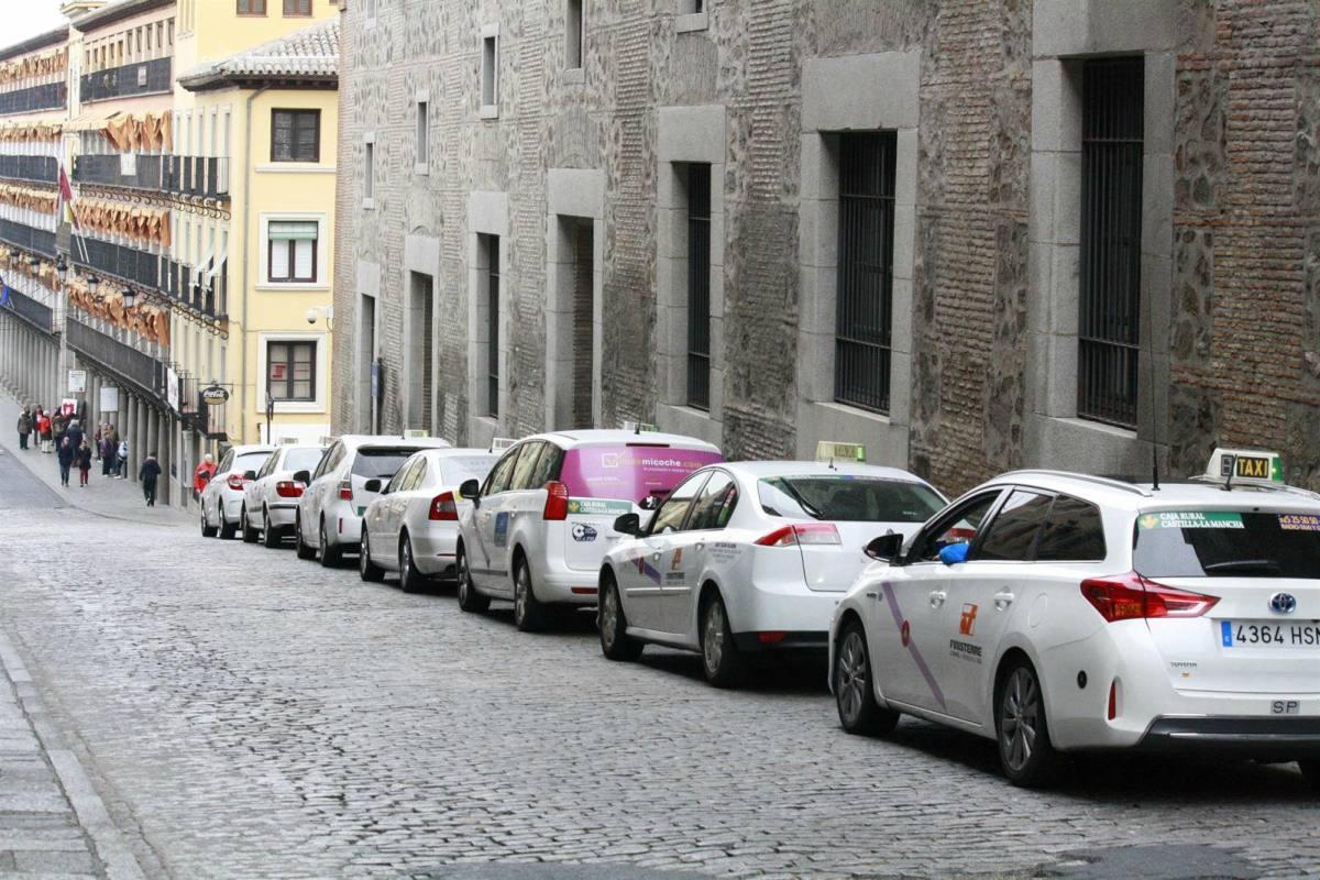 Taxis aparcados en Toledo.