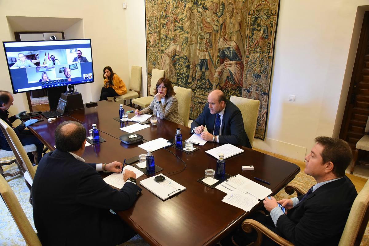Videoconferencia de Emiliano García-Page con los grupos políticos de las Cortes de CLM.