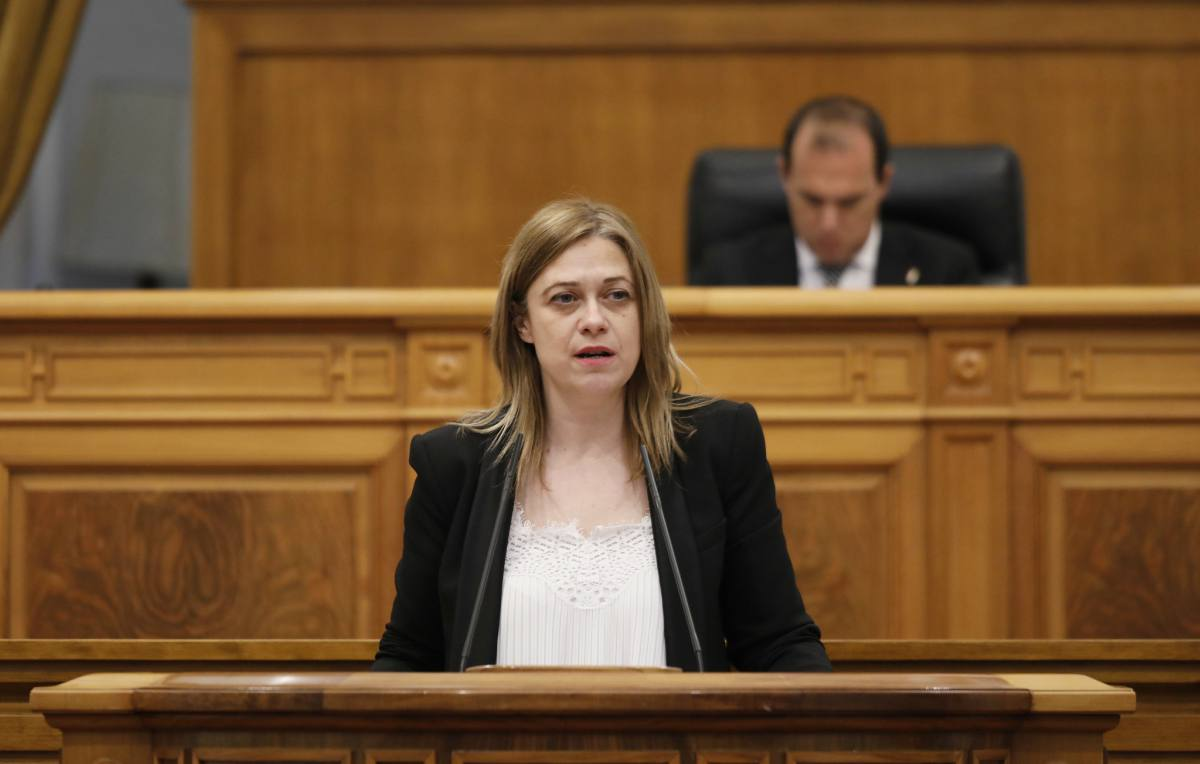 Carmen Picazo durante el Pleno en las Cortes de CLM.