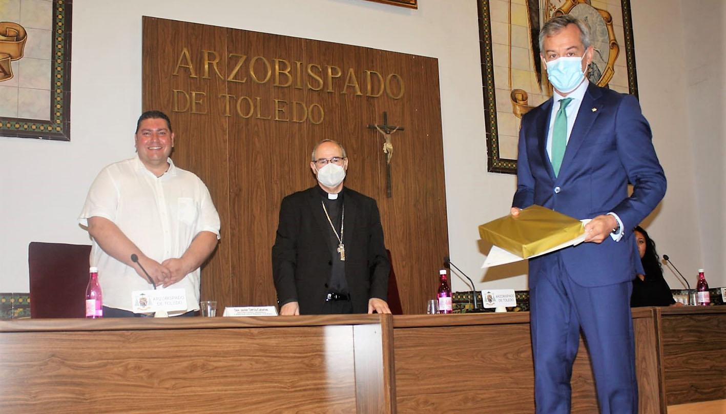 Javier López, presidente de Eurocaja Rural, recoge el reconocimiento de empresa con corazón.