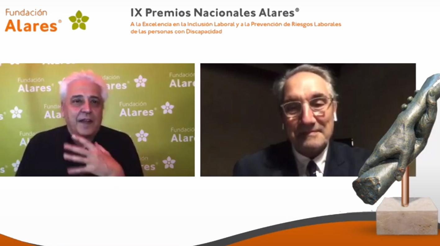 Anthony Blake, presentador de la gala; y Vicenç Martínez, director del Hospital de Parapléjicos.