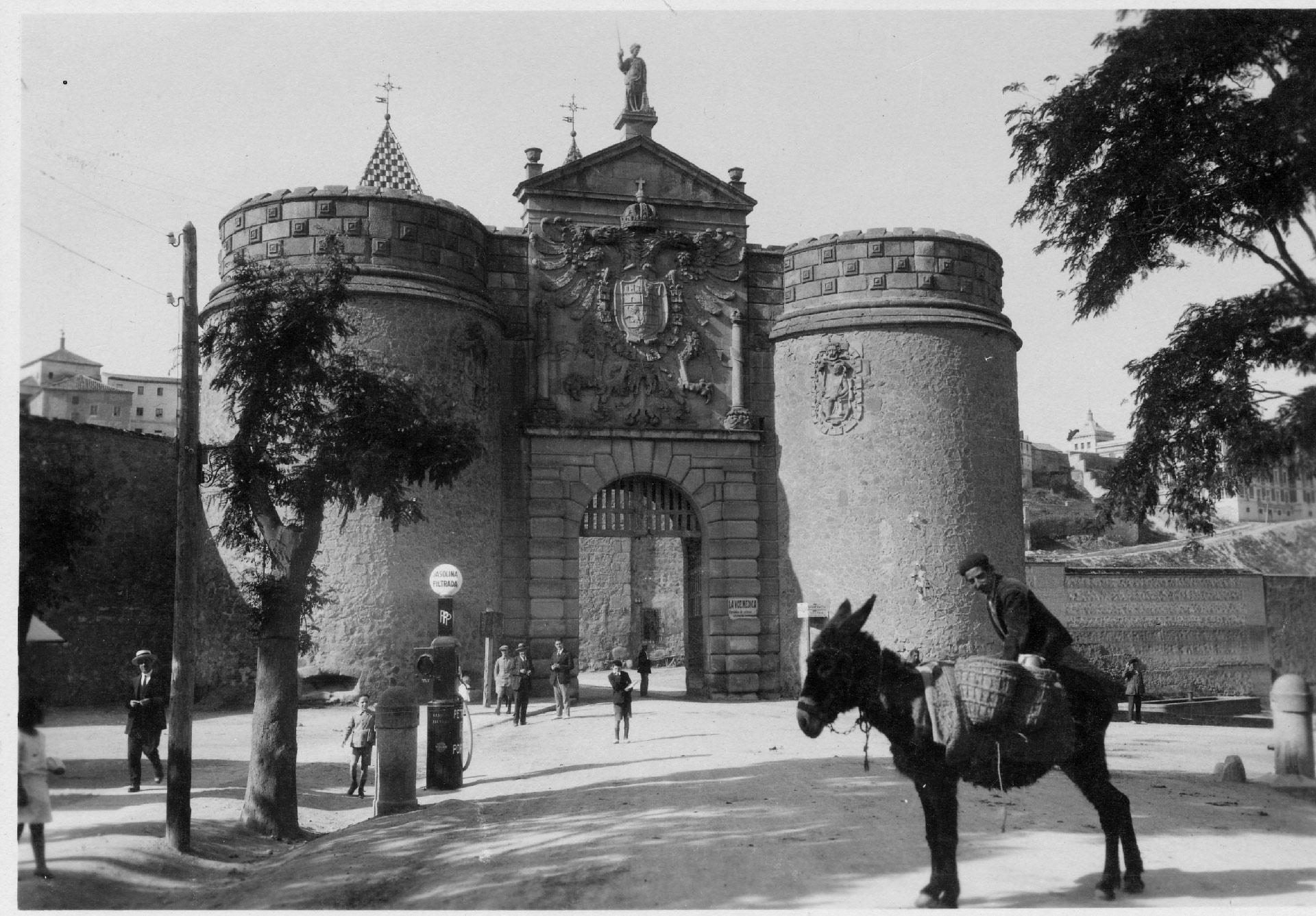 Puerta de Bisagra en Toledo, (Fondo Rodríguez, AHP Toledo)