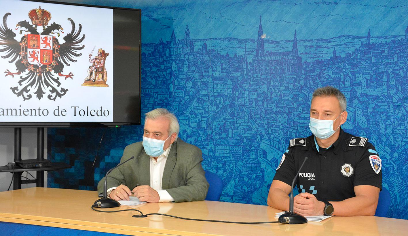 Juanjo Pérez del Pino, concejal de Movilidad y Seguridad Ciudadana, junto al inspector de la Policía Local Miguel Fernández.
