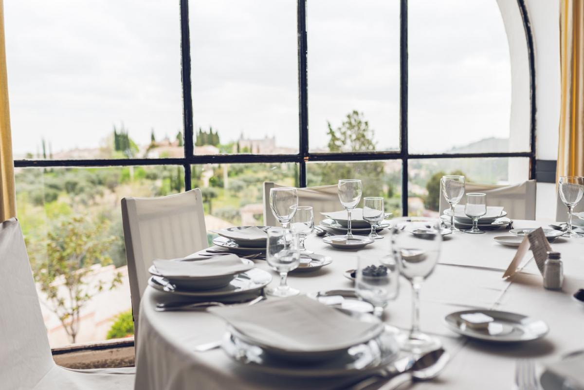 Cigarral de Monte Rey, restaurante y terraza en la Carretera de Piedrabuena, Nº 58. www.restaurantemonterey.com