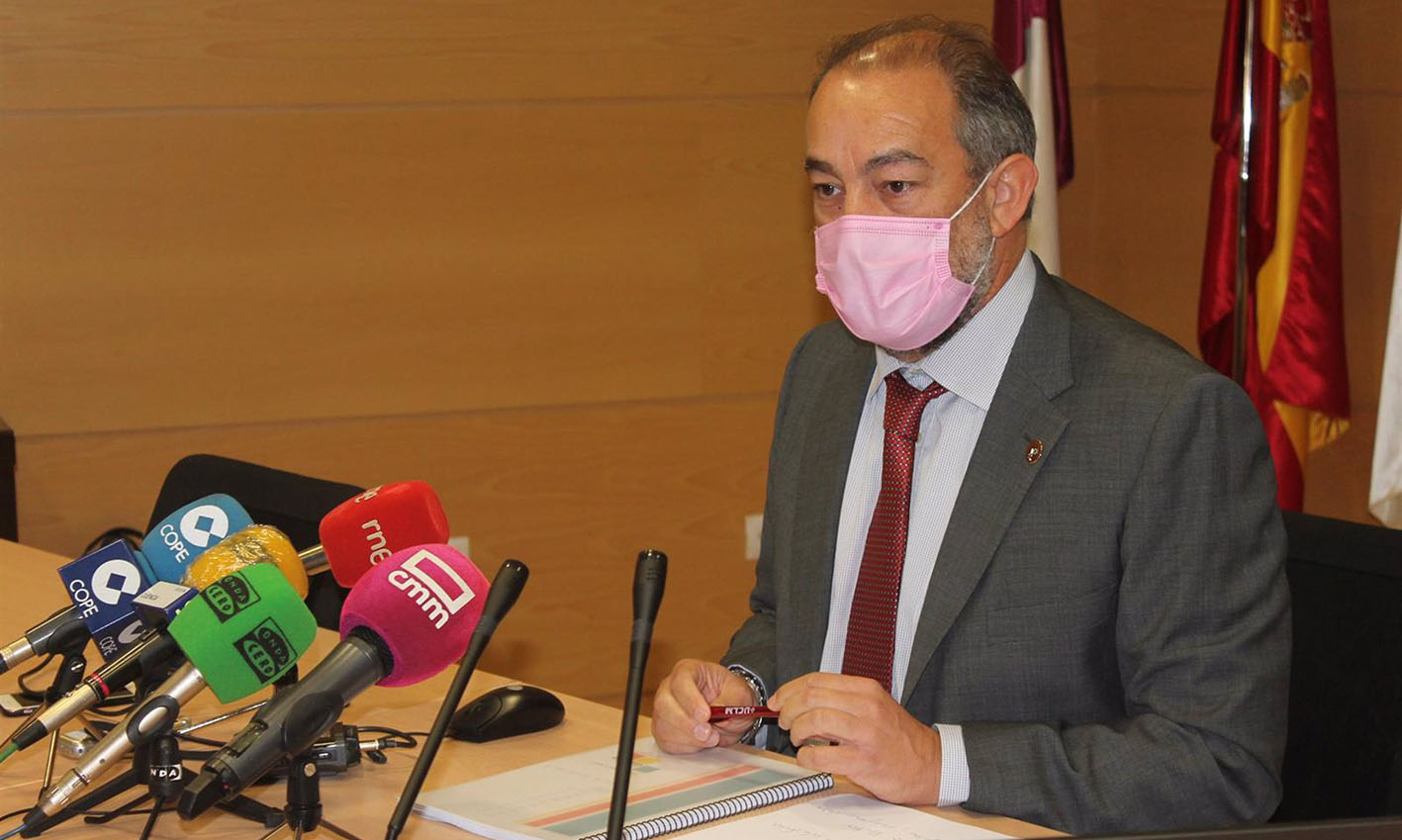 Julián Garde, uno de los dos candidatos a rector de la UCLM, durante la presentación de su proyecto.