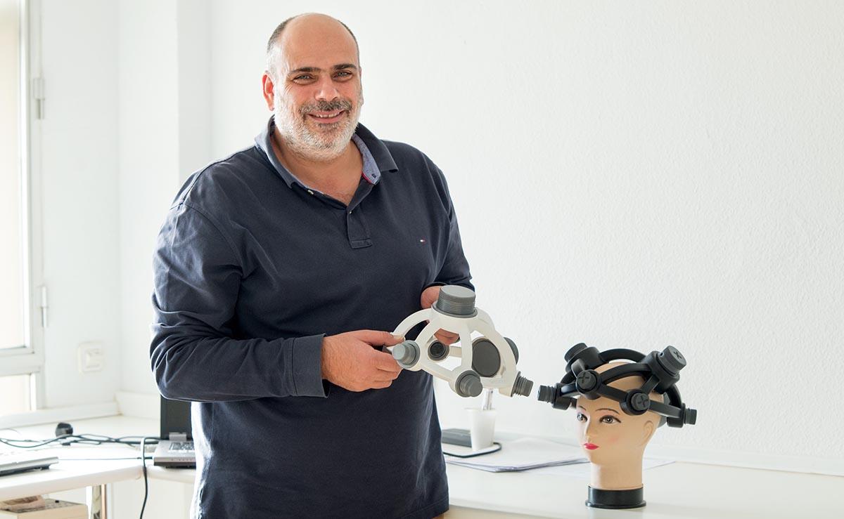 El doctor Antonio Oliviero, autor de los estudios que hacen posible una tecnología esperanzadora para los enfermos de ELA