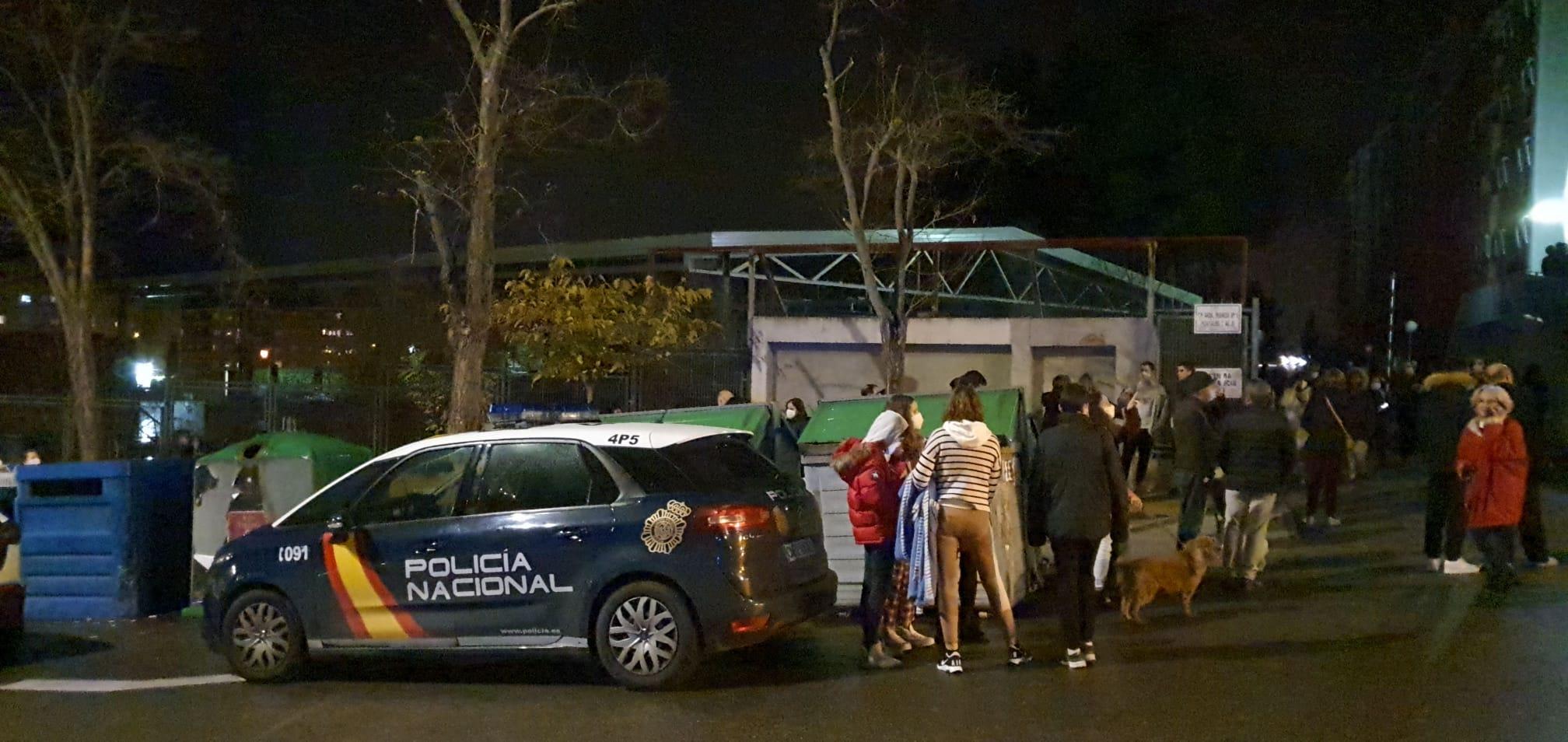 El incendio de un vehículo en el portal 9 de la avenida de Francia, 1, en Toledo, ha provocado el desalojo de, al menos, 200 personas.