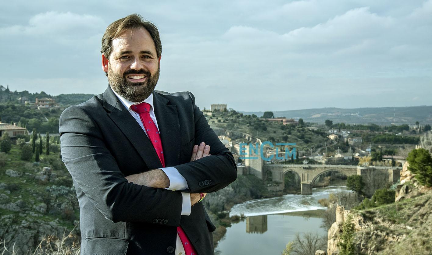 Paco Núñez, con el Tajo en Toledo al fondo.