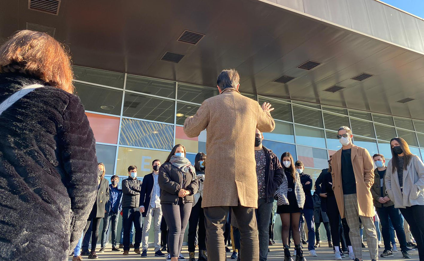 Los alumnos y personal docente de la Escuela de Arquitectura de Toledo han homenajeado a la joven que falleció ayer en un accidente de tráfico en Ajofrín.