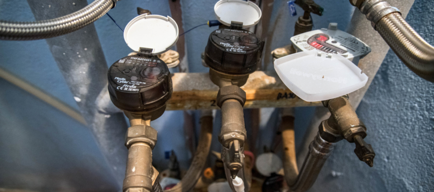 Llaman para hacer una inspección de agua, pero el objetivo es robar.