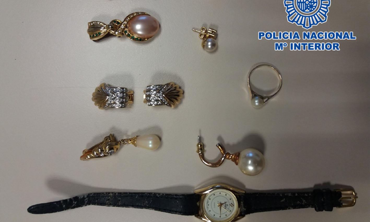 Algunas de las joyas robadas en varios domicilios de Toledo.