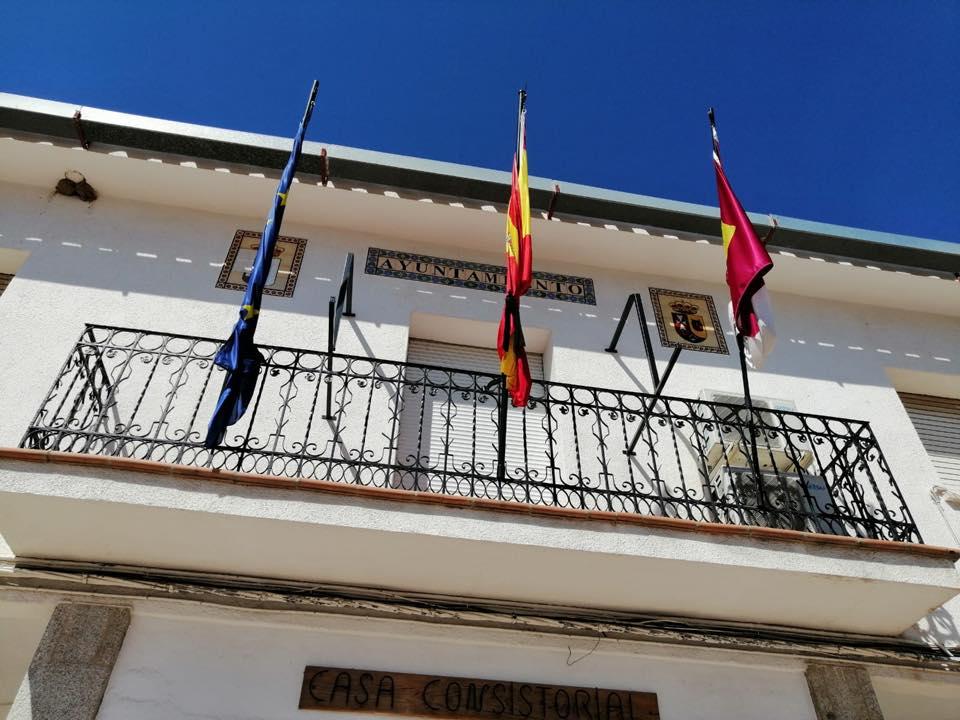 Fachada del Ayuntamiento de San Pablo de los Montes.