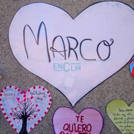 Corazones como homenaje al pequeño Marco