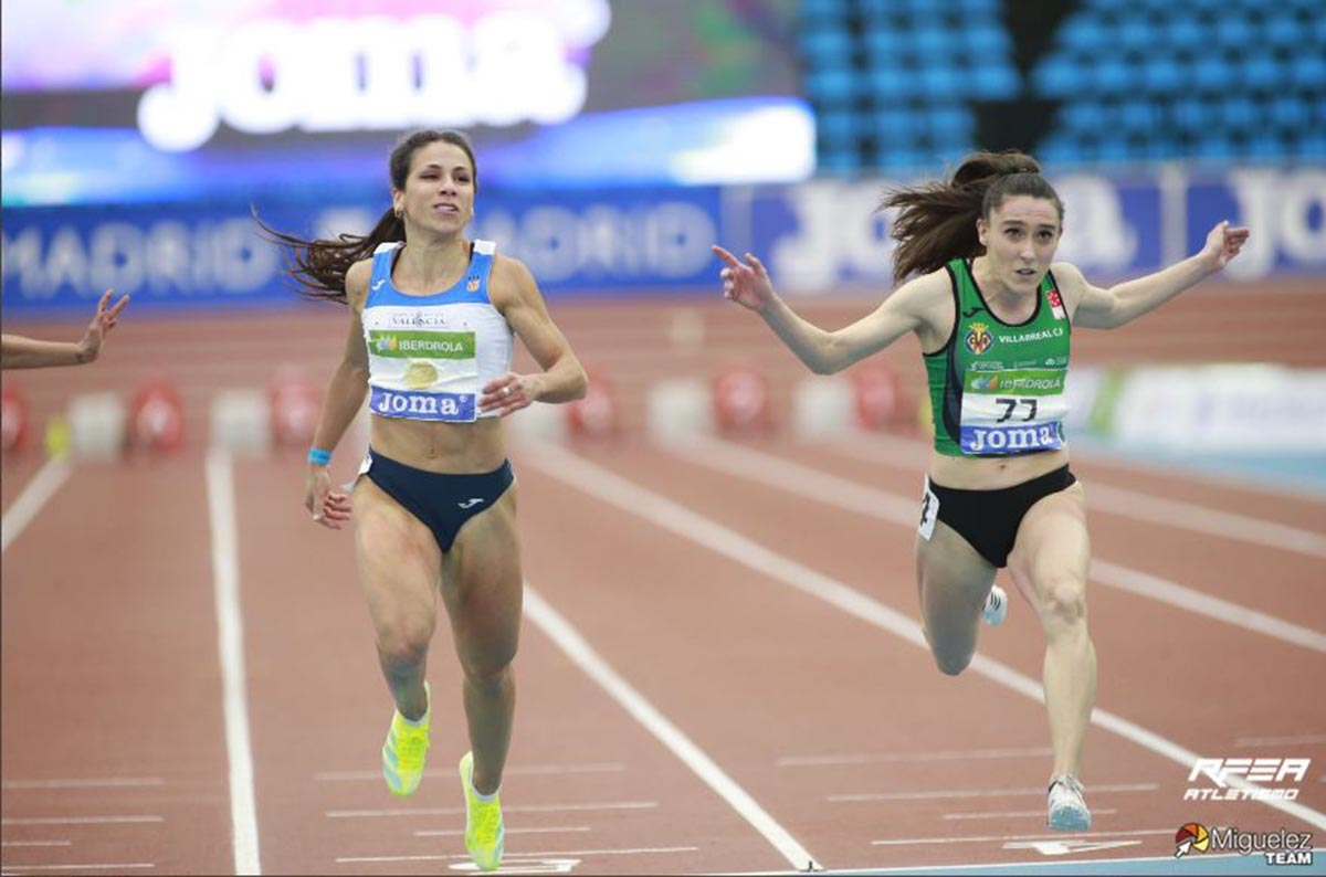 Momento en el que Paula Sevilla logra el oro en el Campeonato de España en pista cubierta. Foto: RFEA