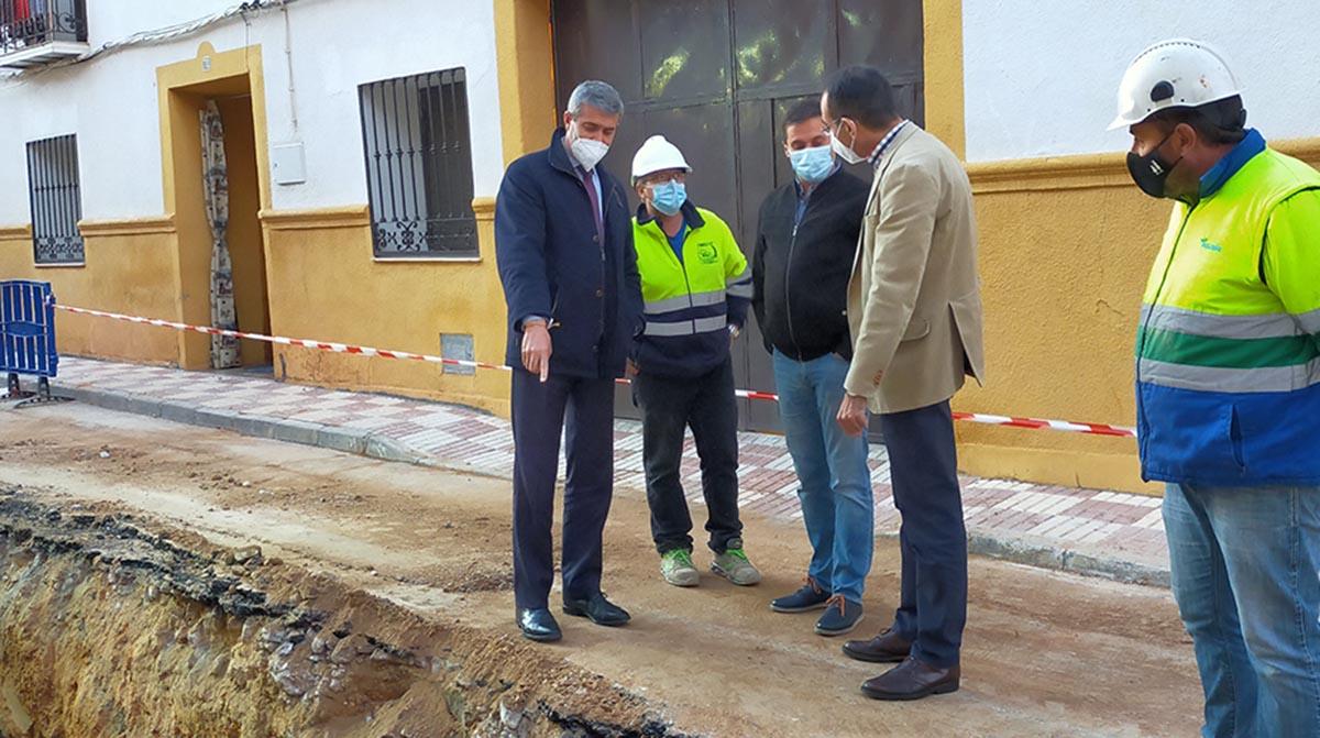 Visita del presidente de la Diputación, Álvaro Gutiérrez, a unas obras en Villacañas