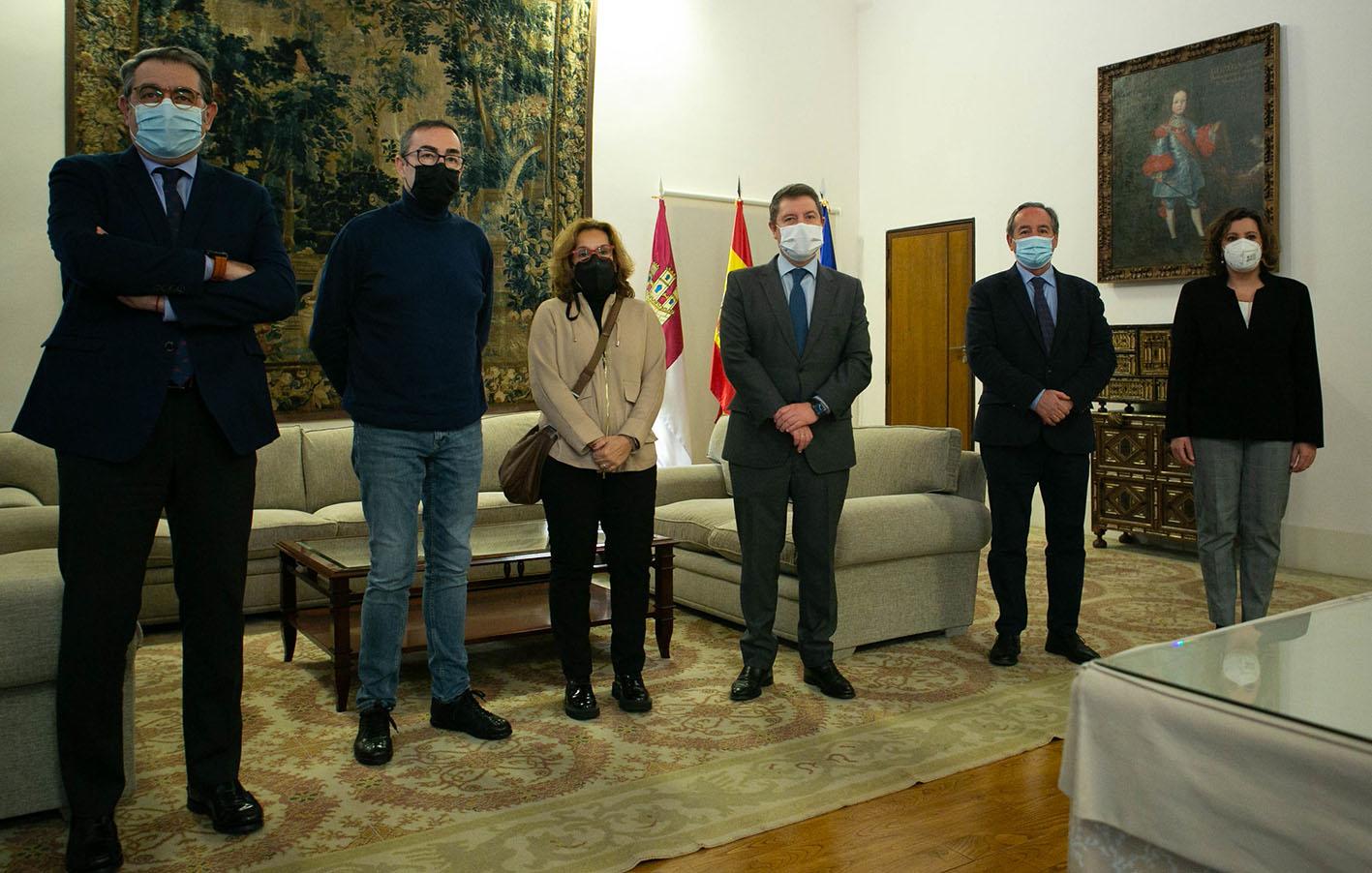 De izquierda a derecha, Jesús Fernández Sanz, Paco de la Rosa, Amparo Burgueño, Emiliano García-Page, Ángel Nicolás y Patricia Franco.
