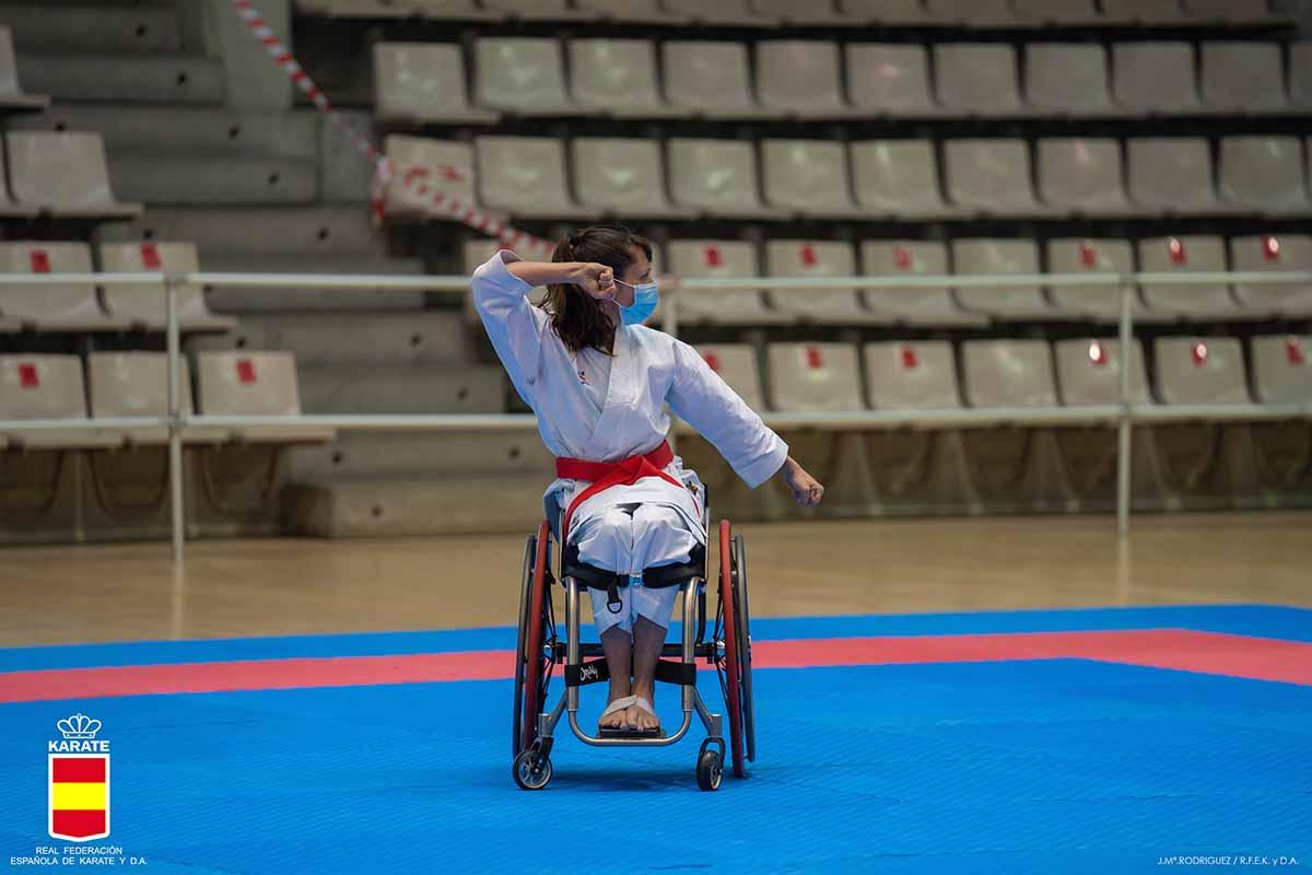 Isabel Fernández, en uno de sus katas que le llevaron a ser campeona de España. Foto: Federación Española