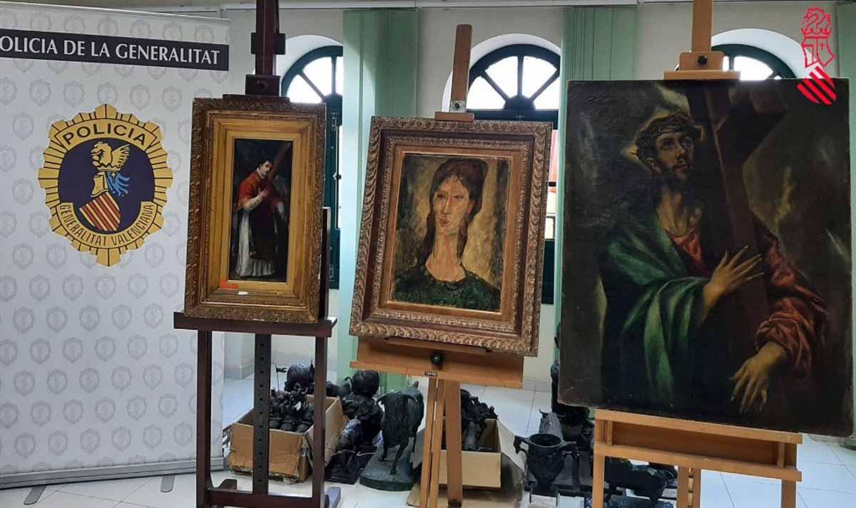 En la foto (derecha), el falso cuadro de El Greco que intentaban vender por más de dos millones. Foto: GVA